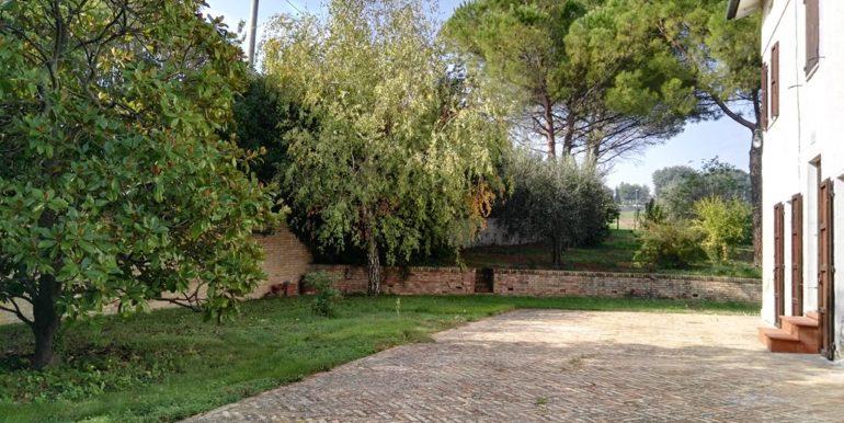 casa colonica terreni giardino