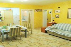 Appartamento arredato con ingresso indipendente e corte esterna, Posatora
