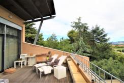 Appartamento come nuovo con ampio terrazzo panoramico e garage doppio in piccolo residence a Montemarciano
