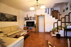 Ampia villetta con giardino, corte privata, taverna e garage in zona servita di Montedago