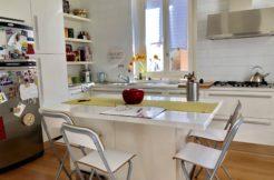 Ampio appartamento ristrutturato in piccola palazzina, ottimo contesto in zona centrale e pianeggiante