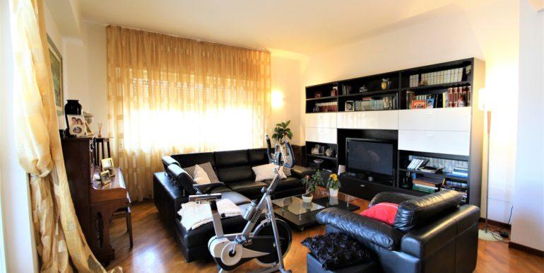 Spazioso appartamento ad ultimo piano con ascensore a Borgo Rodi