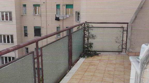 Attico arredato con ascensore, terrazzo e posto auto, subito libero