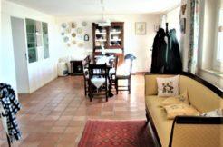 Casa singola con terrazzo vista mare e ampia corte privata a pochi chilometri dal centro di Ancona