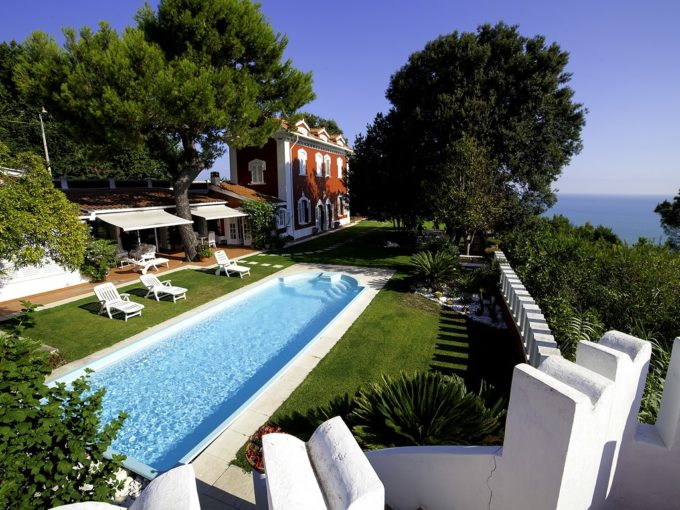 Villa with private pool in the Conero Riviera