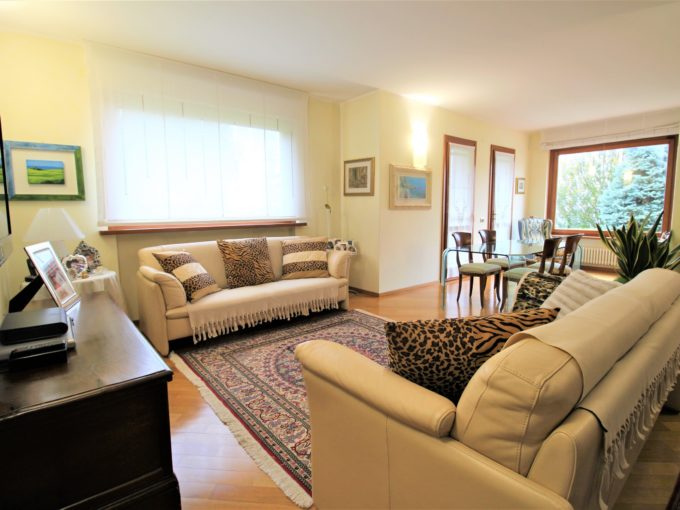Independent house with garden and basement room in Ancona, small residential complex