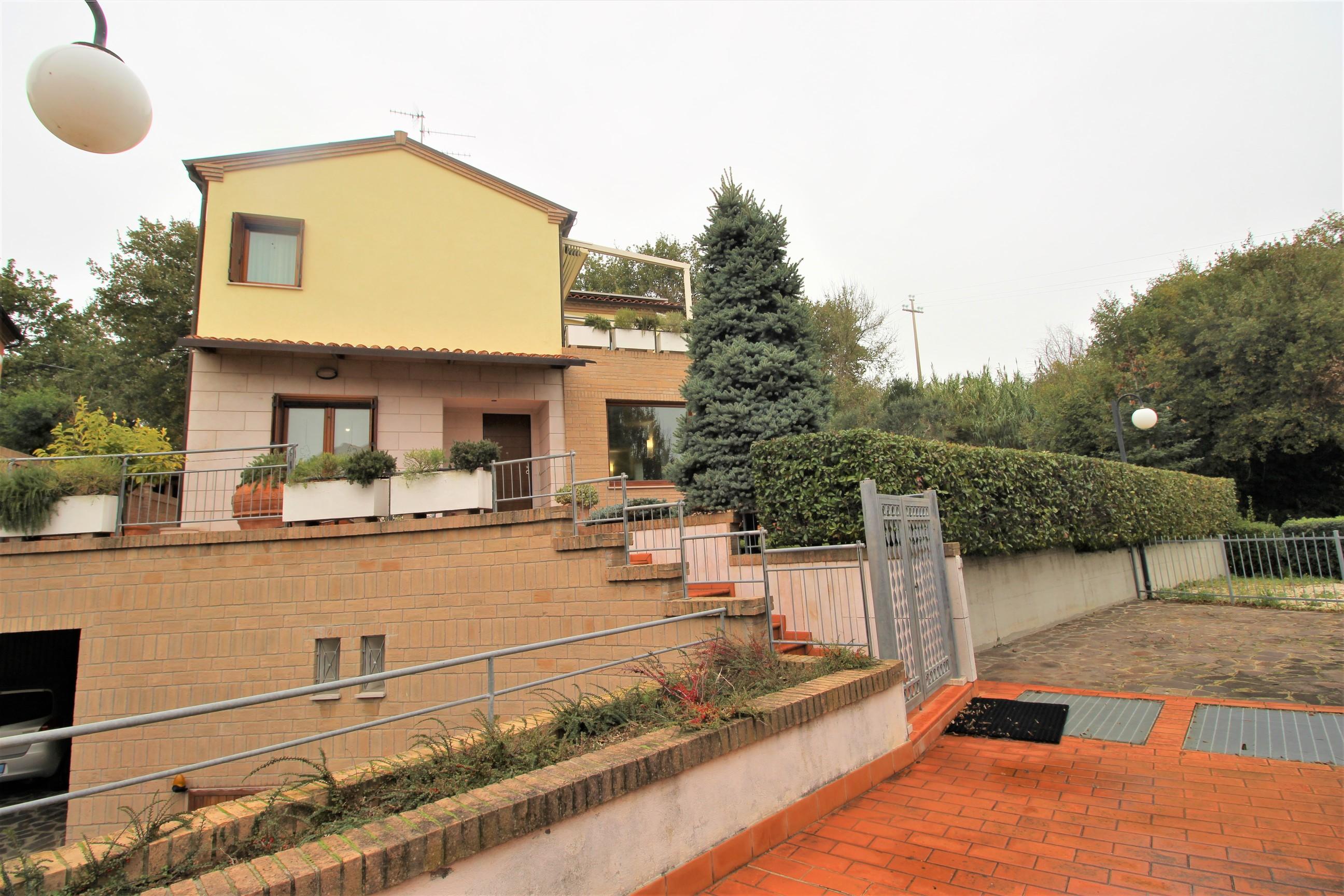 Al Giardino Ancona casa singola con giardino e taverna ad ancona, piccolo