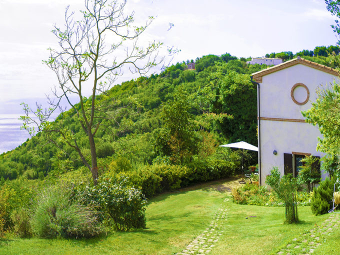 Wonderful sea view farmhouse surrounded by nature in the residential area of Ancona