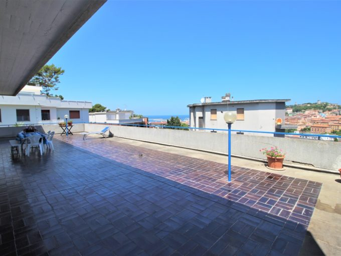 Large apartment with gardens and spacious terrace overlooking the sea in Ancona