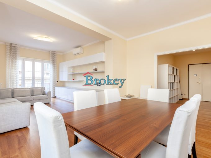 Recently renovated apartment in the center of Ancona, ready to live in