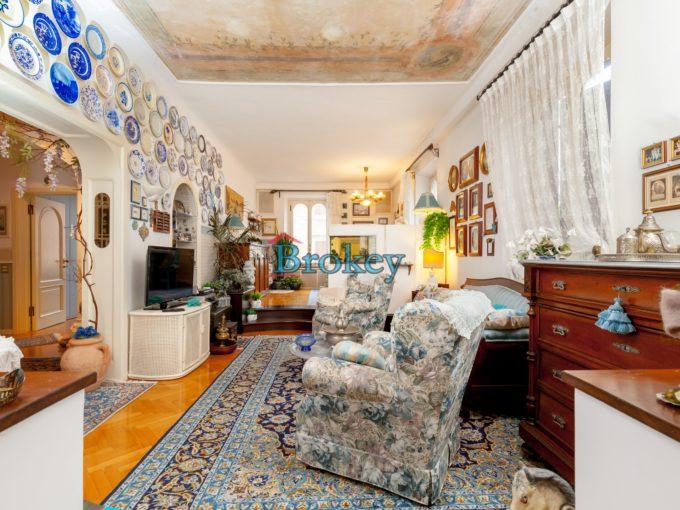 Ampio appartamento di rappresentanza in zona centrale di Ancona, piccolo contesto signorile