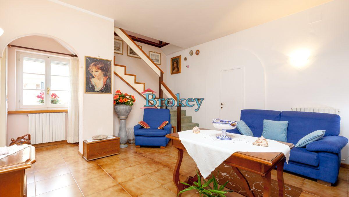 Casa singola con giardino, corte privata e posto auto nel centro di Sirolo