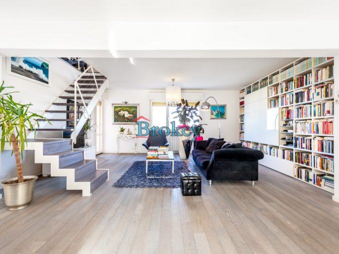 Appartamento di testa pronto da abitare con vista mare e garage a Falconara, vicino Ancona