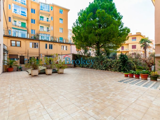Apartment with large terraces in Ancona, flat and central area