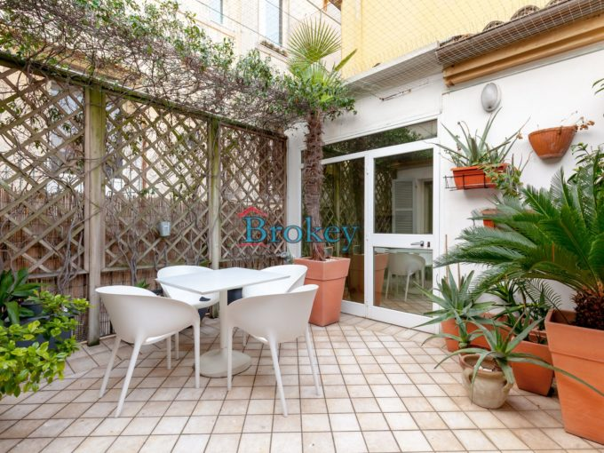 Furnished top floor with large terrace in refined building, Ancona historic centre