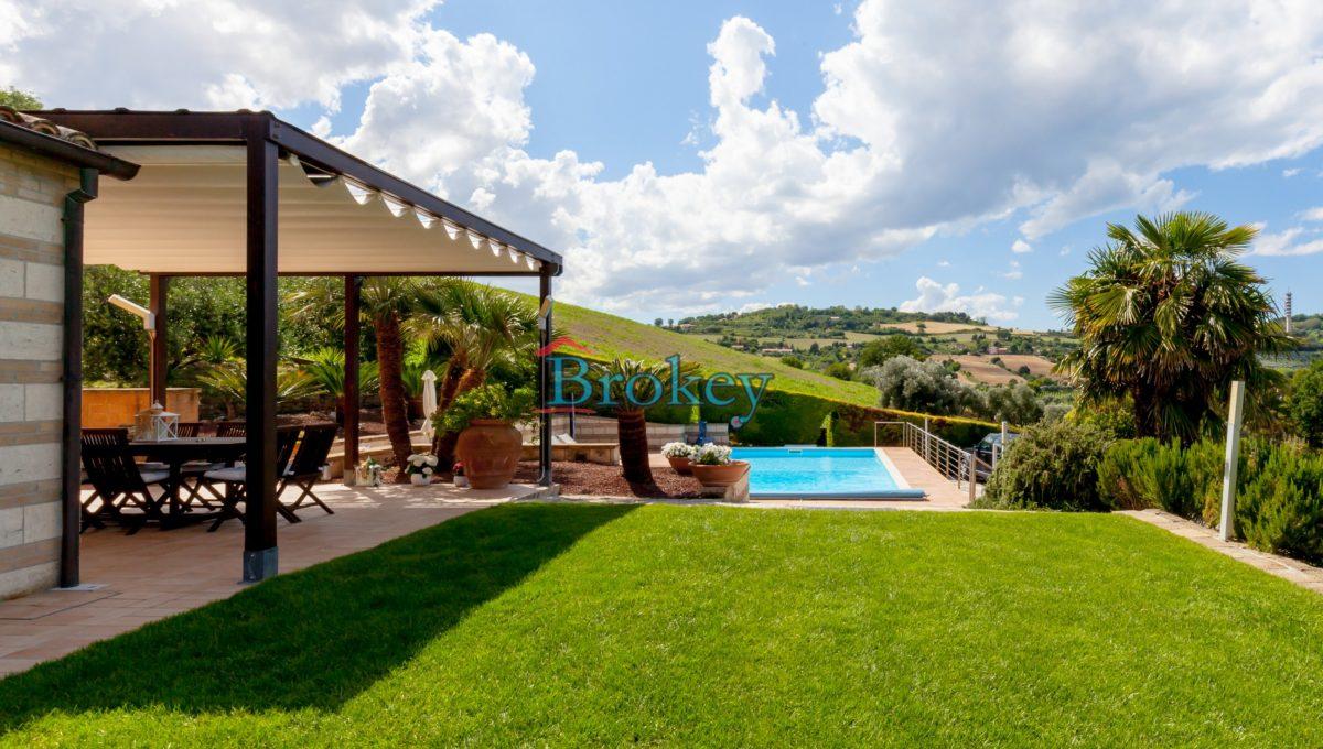 Prestigiosa porzione di bifamiliare con piscina e ampio giardino panoramico ad Ancona, Candia (1)