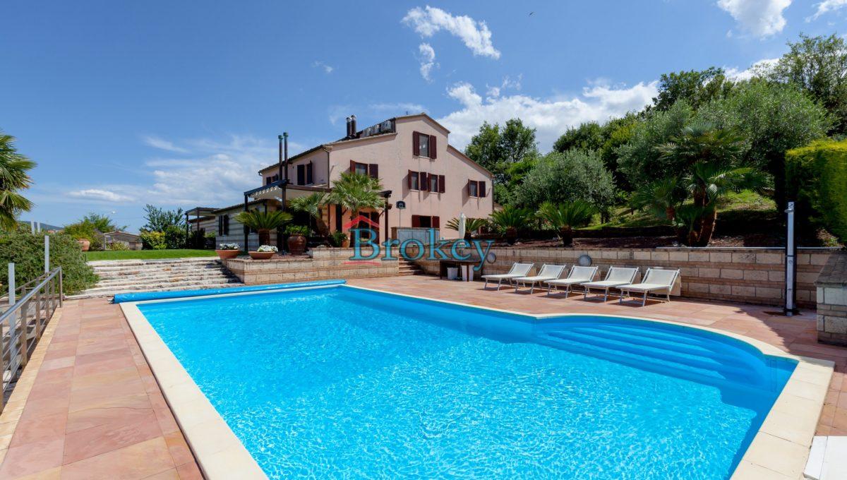Prestigiosa porzione di bifamiliare con piscina e ampio giardino panoramico ad Ancona, Candia (2)