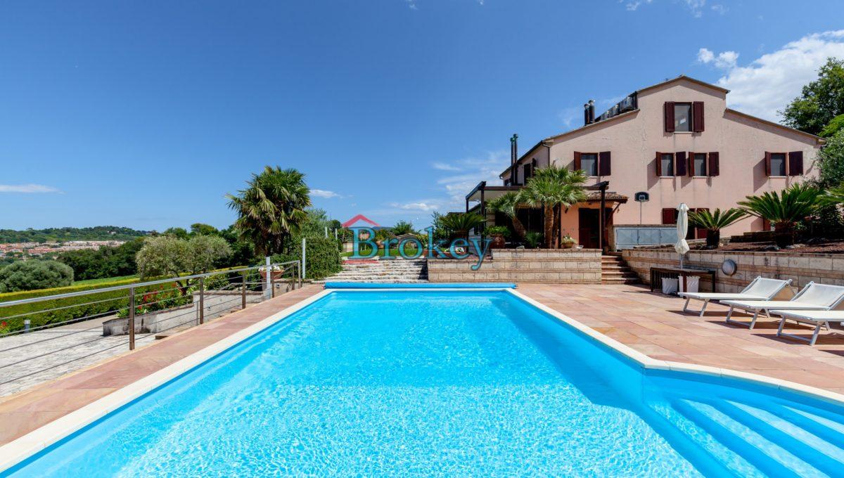 Prestigiosa porzione di bifamiliare con piscina e ampio giardino panoramico ad Ancona, Candia (3)