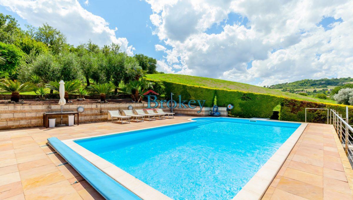 Prestigiosa porzione di bifamiliare con piscina e ampio giardino panoramico ad Ancona, Candia (4)