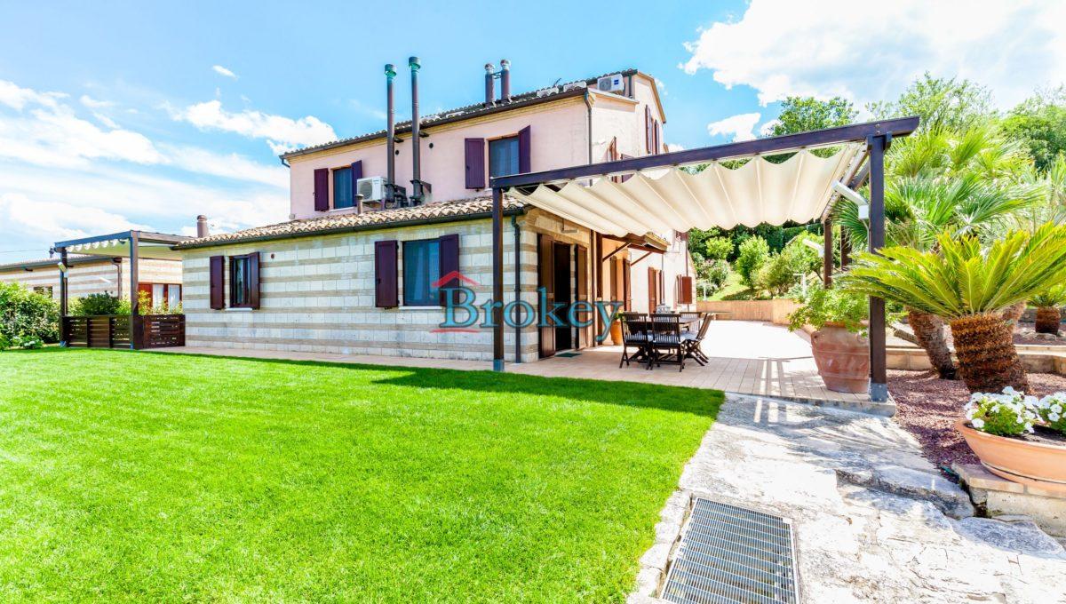 Prestigiosa porzione di bifamiliare con piscina e ampio giardino panoramico ad Ancona, Candia (5)