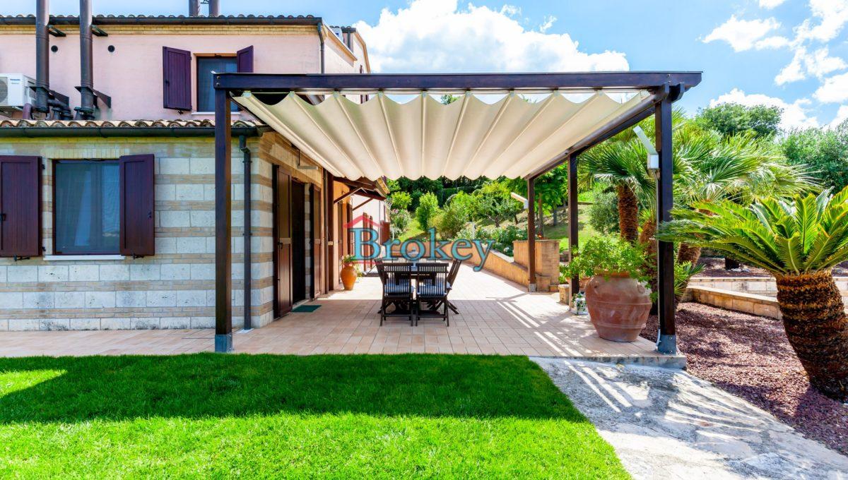 Prestigiosa porzione di bifamiliare con piscina e ampio giardino panoramico ad Ancona, Candia (6)