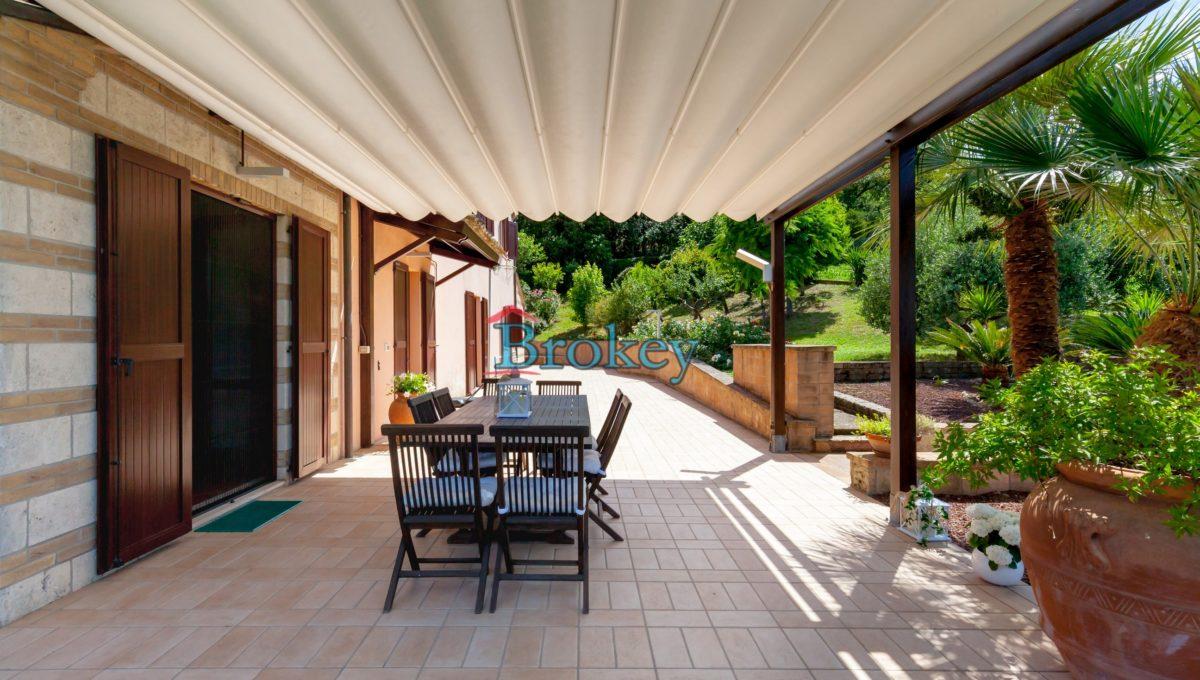 Prestigiosa porzione di bifamiliare con piscina e ampio giardino panoramico ad Ancona, Candia (7)