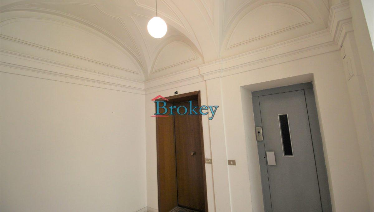 Ultimo piano con ascensore in palazzo storico di Piazza del Papa, Ancona centro (11)
