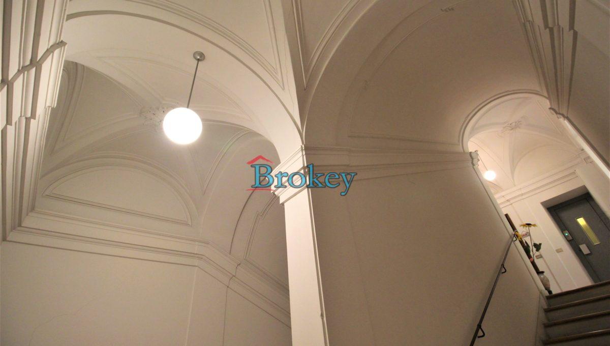 Ultimo piano con ascensore in palazzo storico di Piazza del Papa, Ancona centro (13)