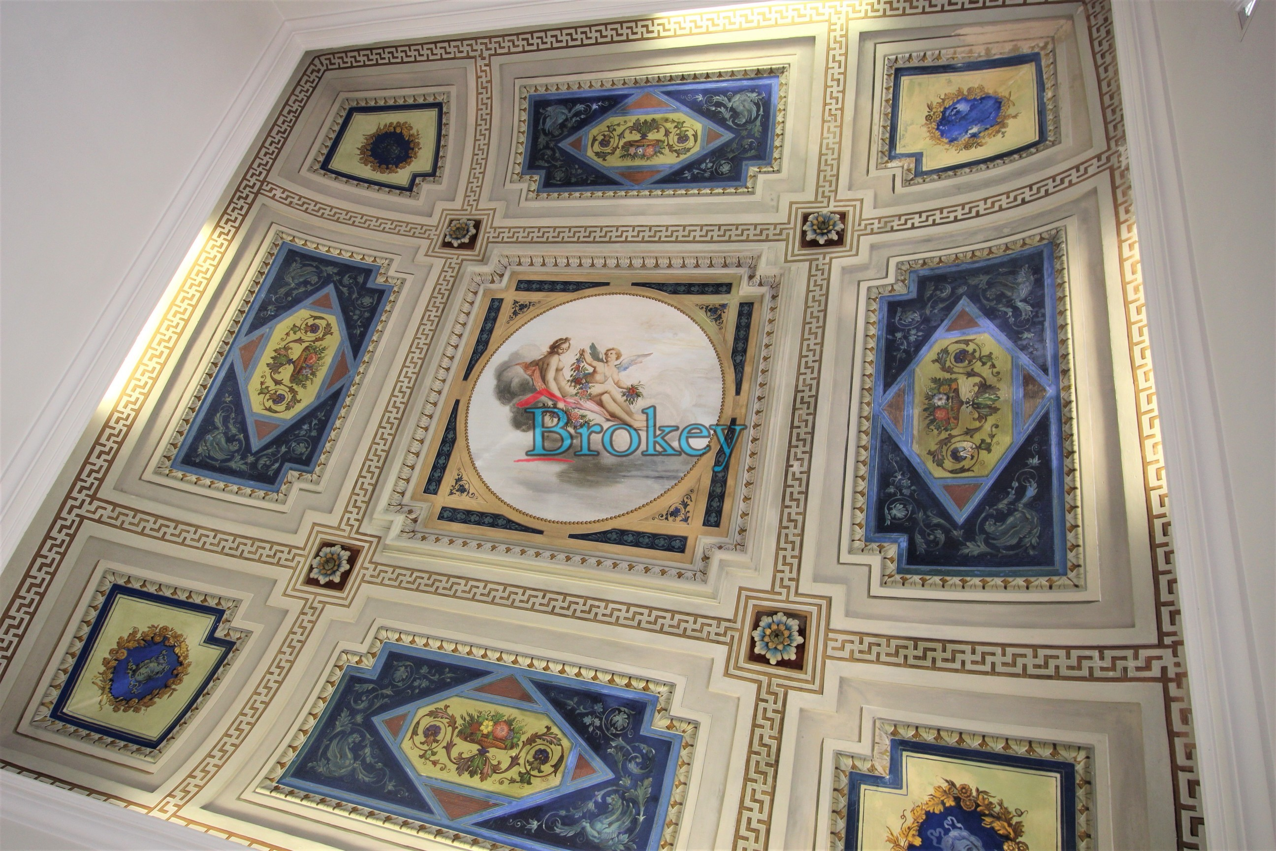 Ultimo piano con ascensore in palazzo storico di Piazza del Papa, Ancona centro