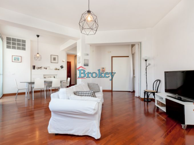 Recently renovated and immediately available apartment with sea views and parking space in Ancona