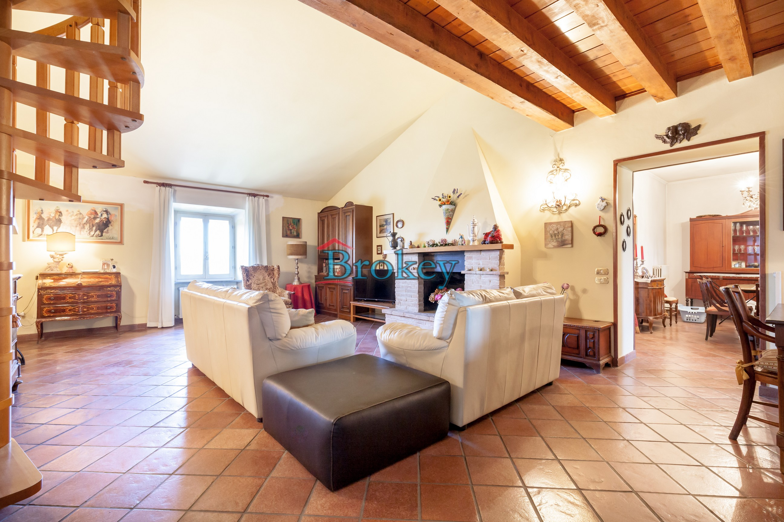 Typical apartment with large garden in period building of the Conero Riviera