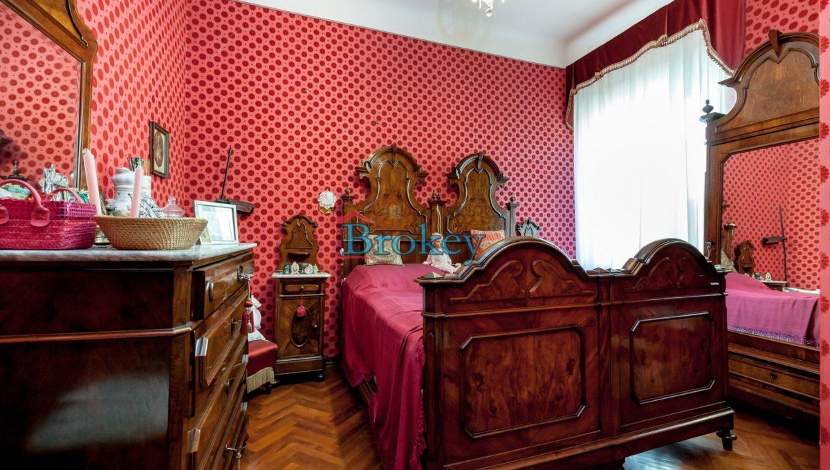 Prestigioso ultimo piano panoramico in palazzo nobiliare nel centro storico di Osimo