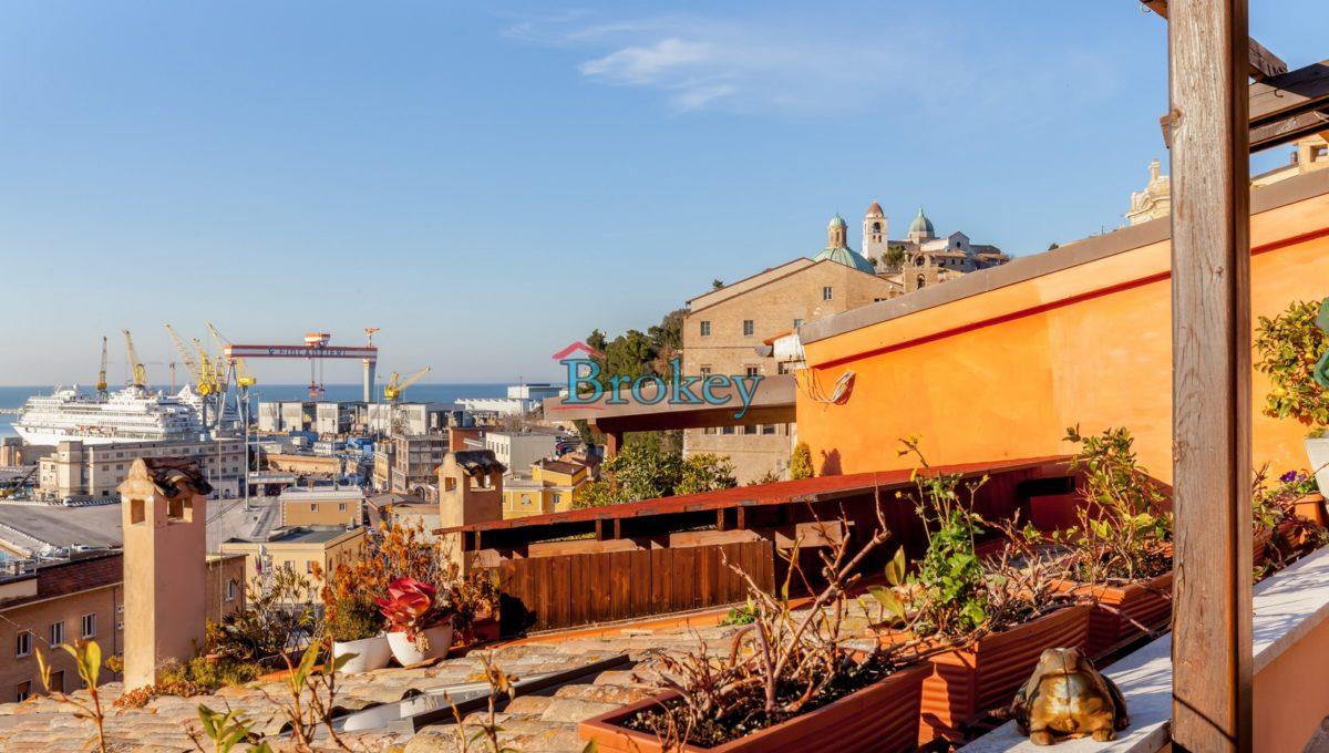 Prestigioso ultimo piano con ampio terrazzo vista mare nel centro storico di Ancona, Piazza San Francesco (18)