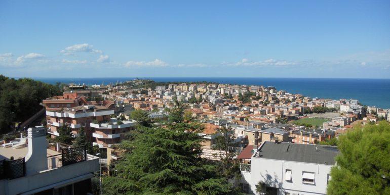 Villetta ristrutturata con vista aperta sul mare e spazi esterni da vivere, Borgo Rodi