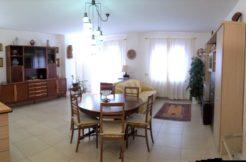 Ampia villetta come nuova con giardini e garage in zona residenziale di Polverigi