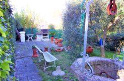 Appartamento vista mare con giardino e garage in bifamiliare a Falconara