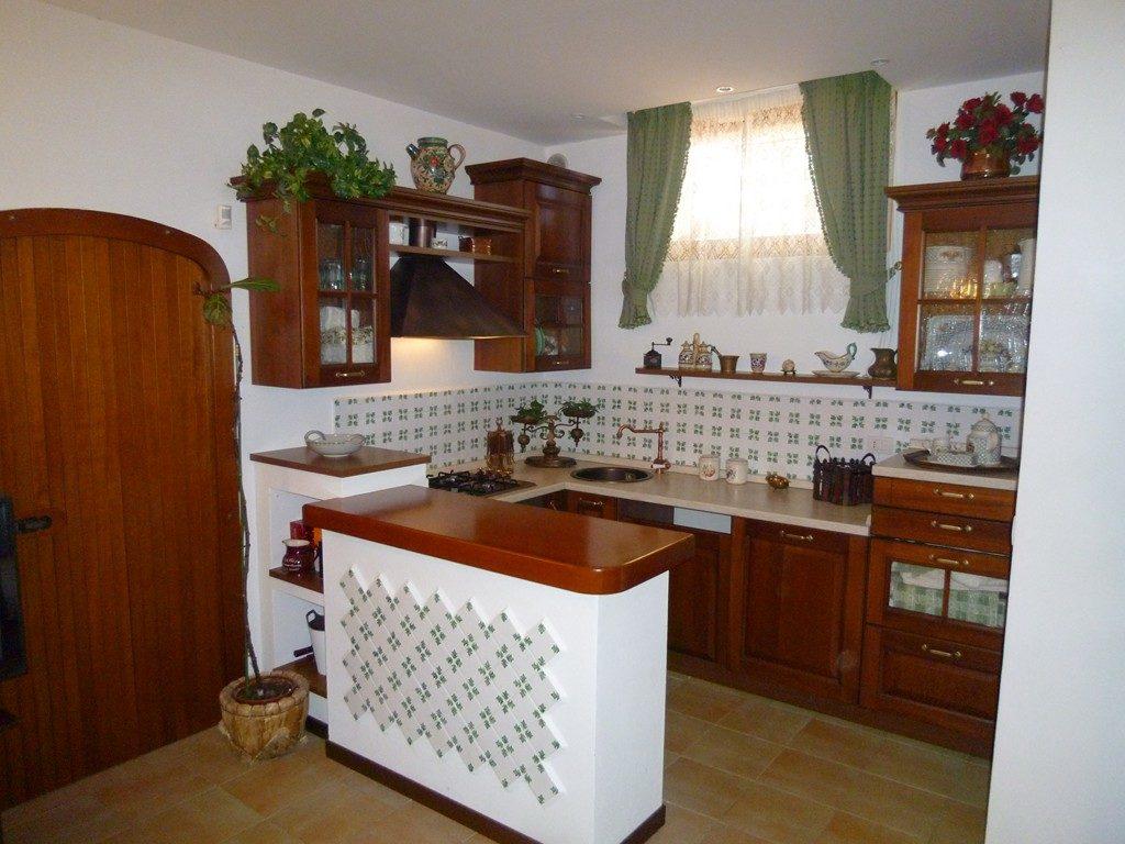Come Decorare Una Cucina Rustica come si arreda una taverna rustica | brokey
