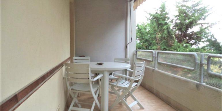 Ampio appartamento con terrazzo vista mare e garage in piccolo contesto a Falconara, zona pianeggiante