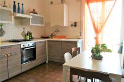Appartamento con garage e mansarda abitabile a Chiaravalle, zona servita