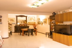 Villetta di testa con giardino, garage e mansarda abitabile ad Ancona, Montedago