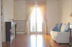 Appartamento ristrutturato con giardino, garage e terrazzo in bifamiliare a Chiaravalle