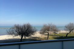 Appartamento con balcone sul mare e ascensore a Marina di Rocca Priora, zona riservata