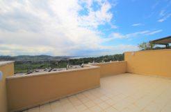 Villetta subito libera con ampio terrazzo sul golfo, giardino e garage doppio ad Ancona, Pietralacroce