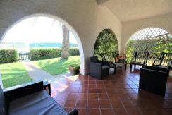 Villetta su un livello con giardino in esclusivo residence sul mare a Porto Recanati, subito libera