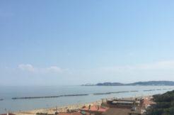 Appartamento ristrutturato con terrazzo vista mare e posto auto ad Ancona, Palombina Nuova
