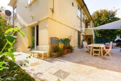 Appartamento indipendente su un unico livello con ampi giardini e garage doppio ad Ancona