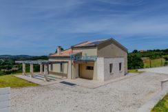 Nuovissima villa singola con ampio giardino panoramico, taverna e garage, zona Conero