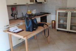 Appartamento con terrazzo in piccola palazzina