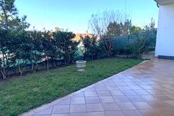 Appartamento vista mare con giardino e garage in piccolo contesto a Falconara, Palombina Vecchia
