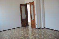 Cesanella : ingresso indipendente con tre camere e doppi servizi.Soffitta e garage
